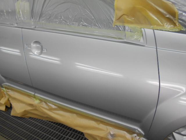 いつもの LX最高級クリアー塗装で フィニッシュ! 新車の塗装より光沢が 出てしまいます。2