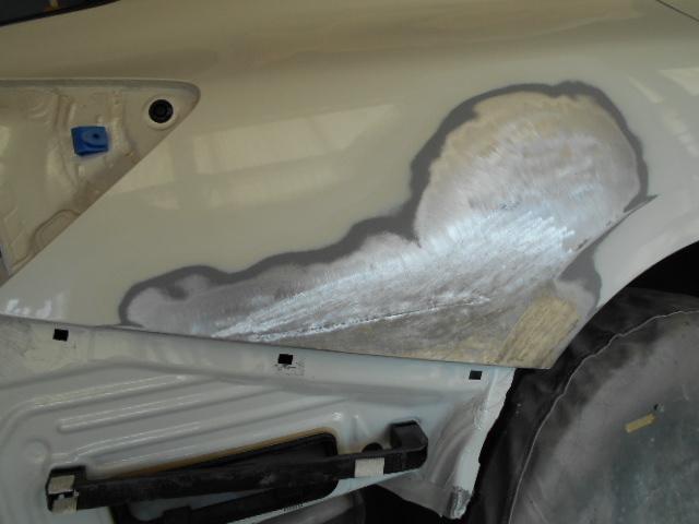 電気で引き出した後、鉄板の伸びた部分を電気で絞り、鉄板の表面の精度を上げます。